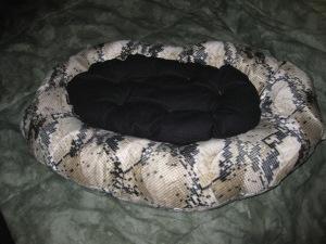 Snake cat bed